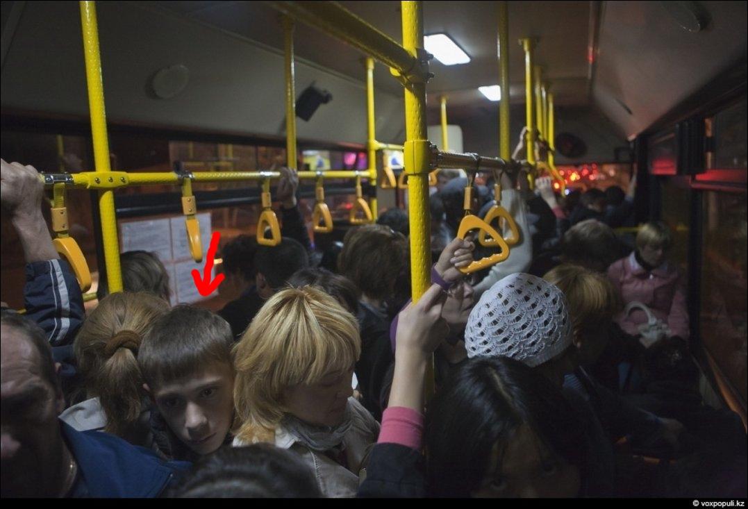 Парень трется в автобусе об ее зад фото 754-87