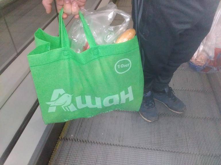98d86a583035 А вот простые нейлоновые сумки, которые получили покупатели коллекционного  издания Fallout 76 ценой в 200 долларов