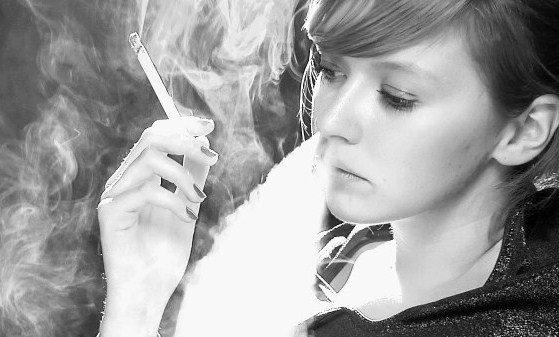 картинки девушки курящие