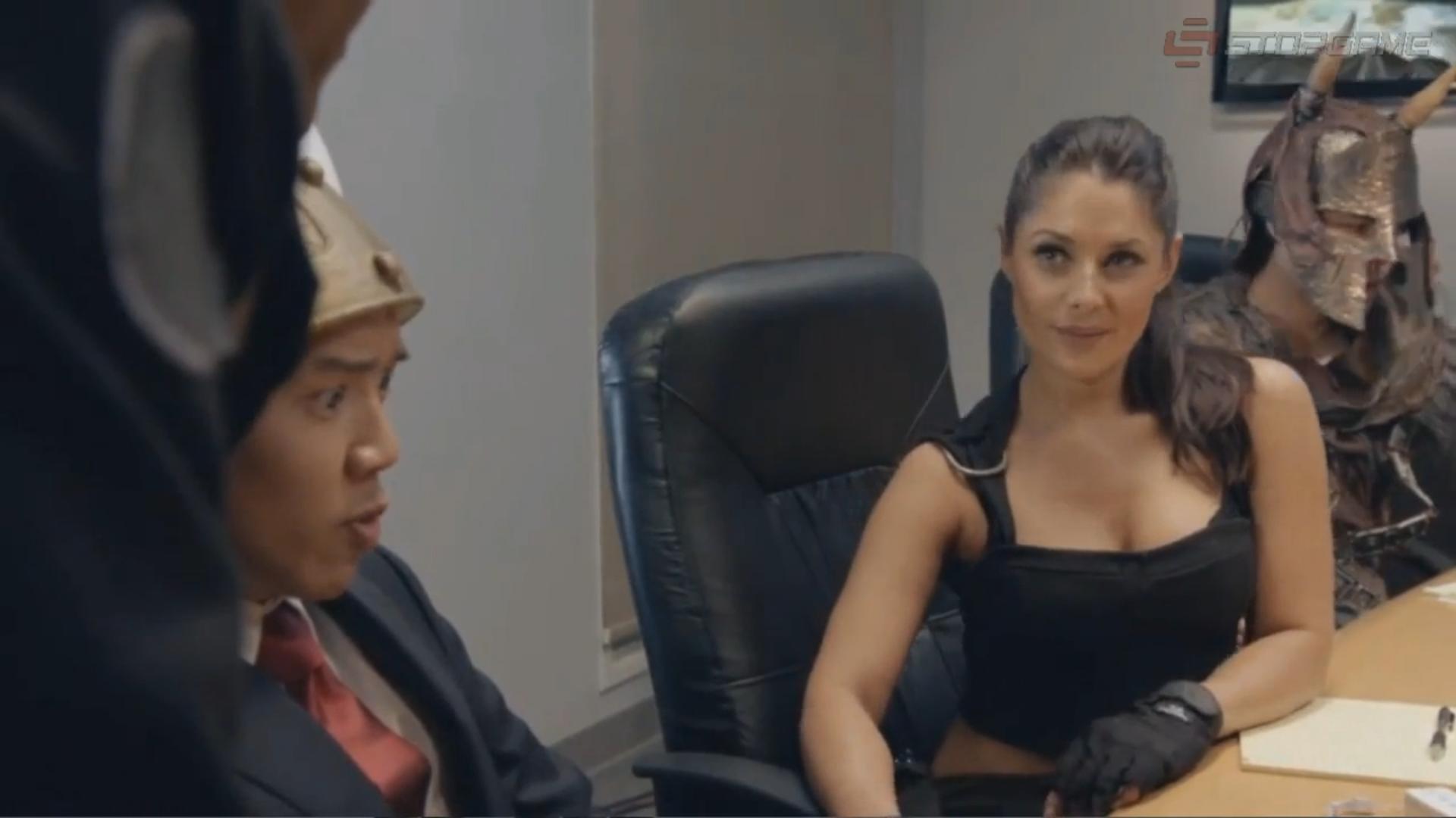 Блондинка сидит у следователя как называется порно